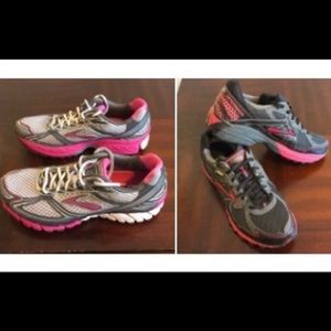 TWO PAIRS OF Brooks 🏃‍♀️ running shoe bundle